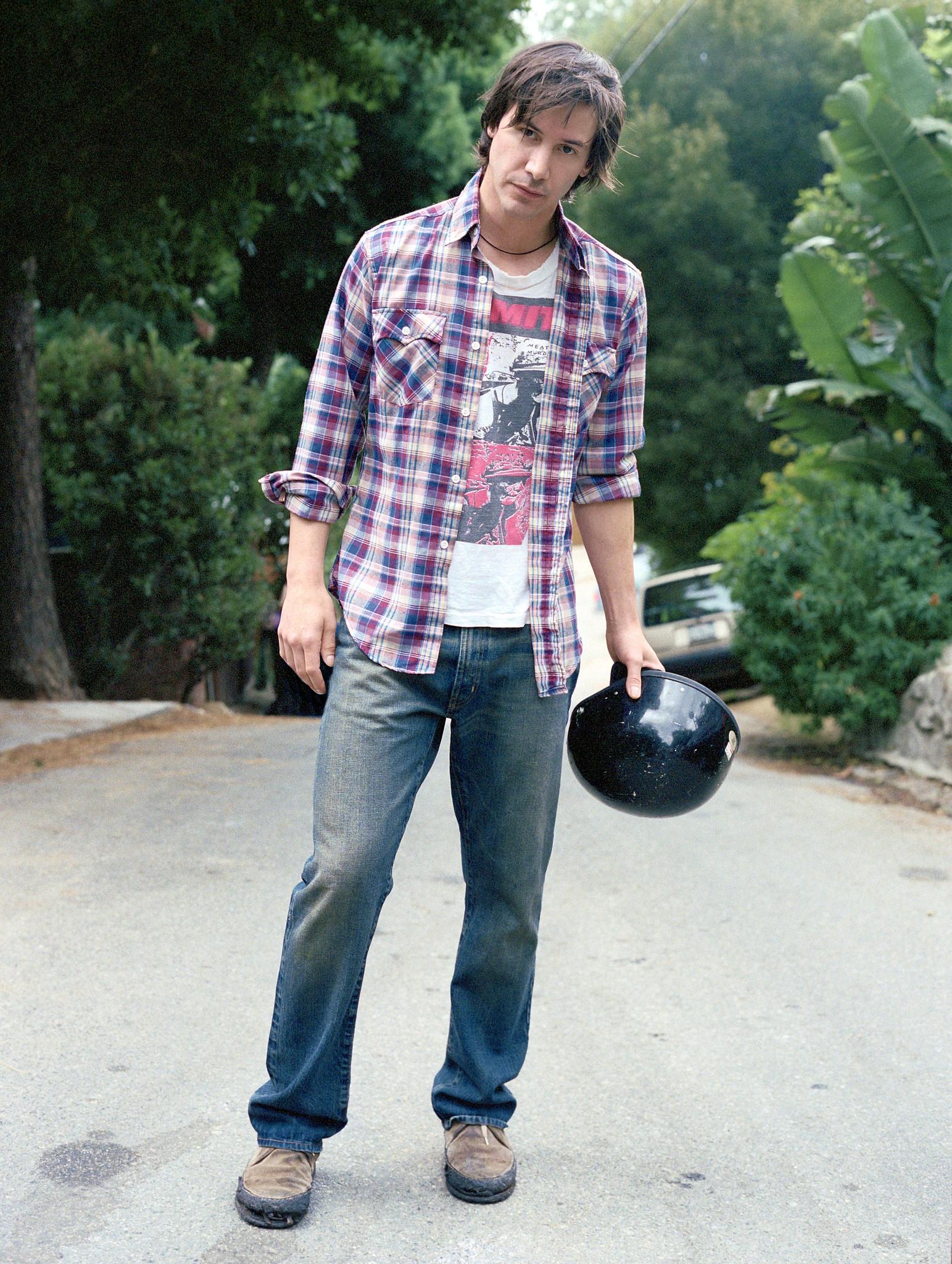 Keanu Reeves, Smiths shirt, Los Angeles ~ Amanda de Cadanet 1st December 2003 (i).jpg