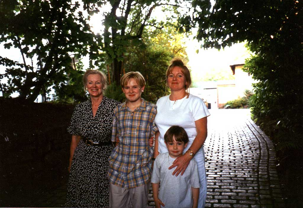 MozMum+family1996.jpg