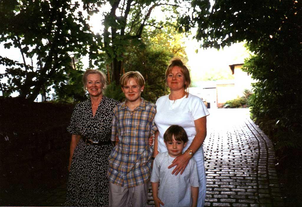 MozMumfamily1996.jpg