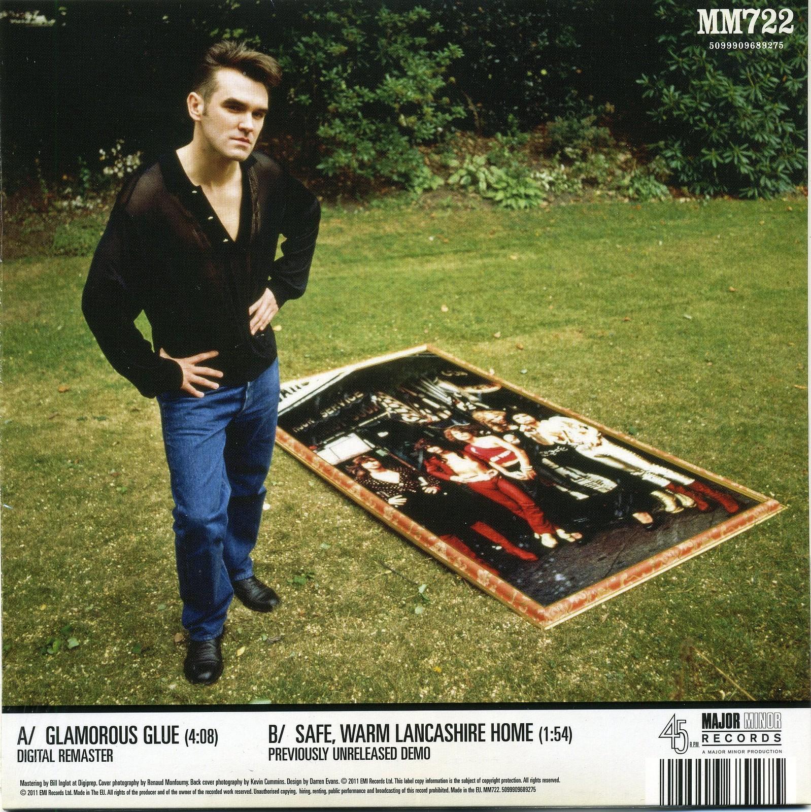 Morrissey and his dolls, Beech Mount, 5th September 1989.jpg