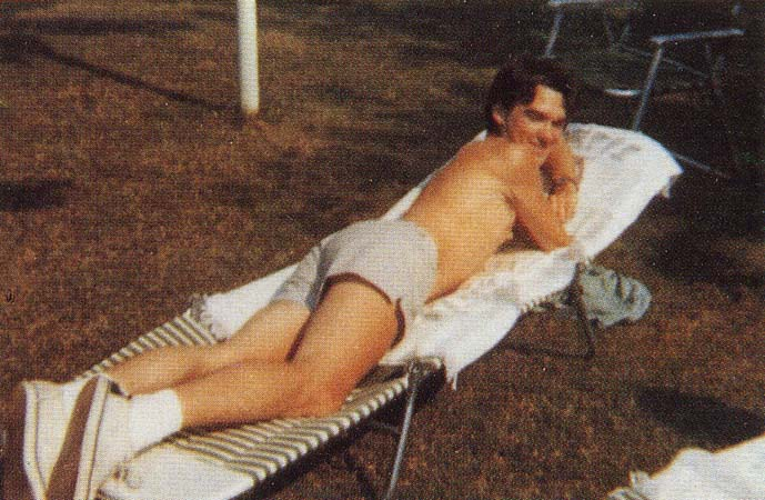 Morrissey-sunbathing-in-America-during-the-summer-of-1976..jpg