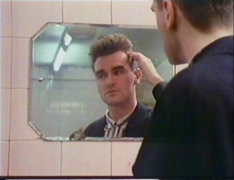 Morrissey mirror Glasgow September 1985 (iii).jpg