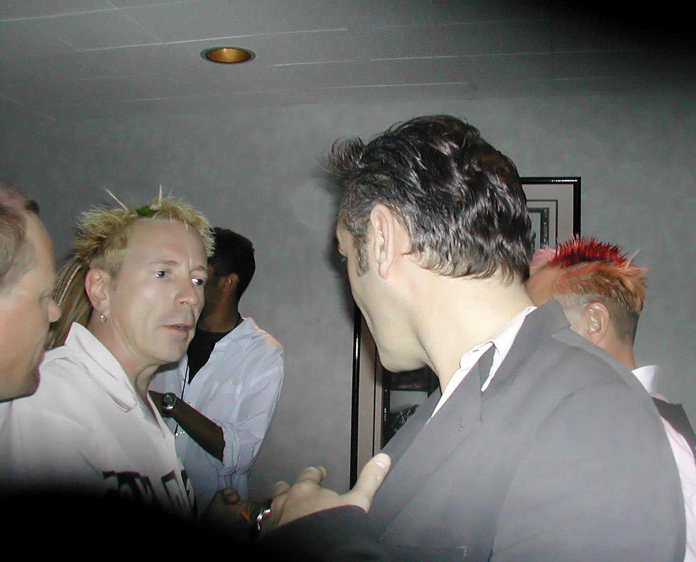 jr---Morrissey-&-Johnny-Rotten-backstage-white-stripes-21.jpg